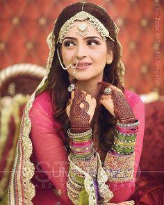 Gorgeous Hina on her Mehndi. Pakistani Mehndi Dress, Pakistani Wedding Dresses, Punjabi Wedding, Desi Wedding, Wedding Wear, Wedding Bride, Wedding Girl, Wedding Attire, Wedding Things
