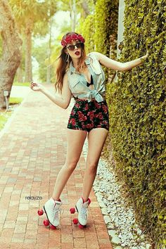 Thrifted Roller Skates, Lucky Brand Jeans Lucky Brand Button Up, The Icing Floral Headband, Charlotte Russe Floral High Rise Shorts Best Roller Skates, Poses, Mode Glamour, Skate Girl, Skater Girl Outfits, Roller Skating, Ladies Dress Design, Retro Fashion, Skater Girls
