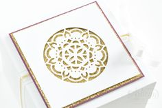 A wrapping with the new In Color Feige, which comes with the Thinlits Orient medallions from Stampin 'Up!  Decorated.