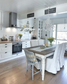 Glam English Country kitchen
