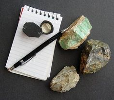 rocks and minerals a guide to field identification