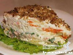 Салат из печени трески с яблоками и грецкими орехами      1 банка печени трески     2 плавленых сырка     3 яйца     1-2 картофелины     1 морковь     1 крупное зеленое яблоко     1 пучок зеленого лука     50 г грецких орехов     Майонез