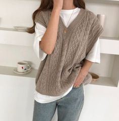 Vest Outfits, Mode Outfits, Cute Casual Outfits, Fall Outfits, Fashion Outfits, Sweater Vest Outfit, Fashion Hacks, Knit Vest, Casual Clothes