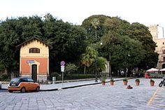 Piazza Marina: https://it.wikipedia.org/wiki/Piazza_Marina
