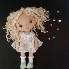 Patrón de hermosas muñecas de tela e ideas que sirvan de inspiración para personalizarlas.