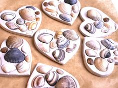 Wondering what to do with the seashells from the beach this summer? Find lots of seashell crafts for kids in this DIY kids' crafts collection and enjoy! Sea Crafts, Easy Crafts For Kids, Nature Crafts, Summer Crafts, Toddler Crafts, Art For Kids, Seashell Crafts Kids, Crafts With Seashells, Air Dry Clay Ideas For Kids