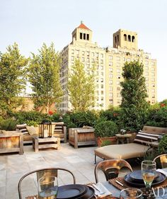 Rooftop garden and patio ideas: NY loft rooftop garden Outdoor Rooms, Outdoor Gardens, Outdoor Living, Outdoor Decor, Rooftop Gardens, Outdoor Furniture, Lounge Furniture, Luxury Furniture, Rooftop Terrace