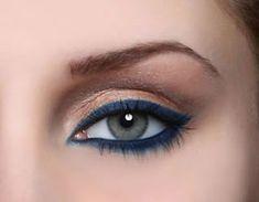 Maquiagem com lápis azul