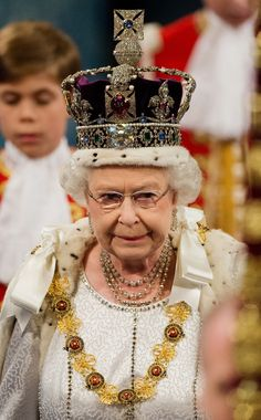 Queen Elizabeth II wearing the Imperial State Crown containing diamonds, 273 pearls, 17 sapphires, 11 emeralds, and 5 rubies. Now that is what I call a hat ! Royal Crowns, Royal Jewels, Crown Jewels, Commonwealth, Queen Elizabeth Crown, Imperial State Crown, Womans Weekly, Queen Birthday, Isabel Ii