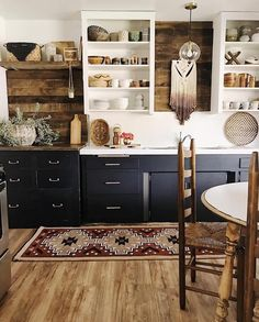 Is How to Nail a Boho-Chic Kitchen Design Warm, pairs with fresh, contemporary accents to create a stunning boho-chic design.This Is How to Nail a Boho-Chic Kitchen Design Warm, pairs with fresh, contemporary accents to create a stunning boho-chic design. Retro Home Decor, Home Design Decor, Home Decor Kitchen, Rustic Kitchen, Diy Home Decor, Kitchen Ideas, Kitchen Decorations, Bohemian Kitchen Decor, Room Decor