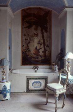 Beautiful bathroom! So romantic! La salle de bain de Madeleine Castaing, Lèves. Roland Beaufre.