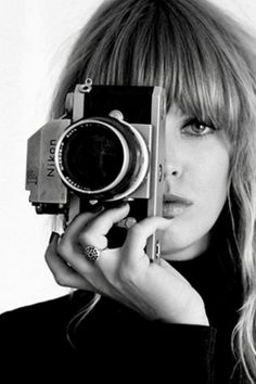Camera Photography, Creative Photography, Girl Photography, Aesthetic Photo, Aesthetic Pictures, Girls With Cameras, Photographer Headshots, Female Photographers, Vintage Cameras