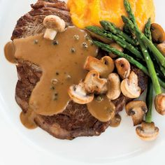 Steaks with Green Peppercorn Sauce Peppercorn Sauce For Steak, Sauce Steak, Green Peppercorn, Steak Au Poivre, Sauce Au Poivre, Green Pepper Sauce, Caponata, How To Thicken Sauce, Ricardo Recipe