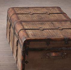 Restoration Hardware(レストレーションハードウェア)トランクコーヒーテーブル「19th C. French Steamer Trunk Coffe Table」