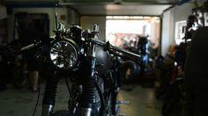 WS-Customs modifiying a Yamaha SR400.