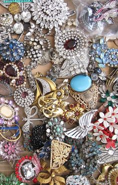 Old jewels, rather like some I have(the  owner would probably hate persons wasting time on Pinterest, incidentally).