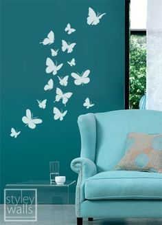 I like the painted butterflies on the wall...i think if i could i would try to paint that.