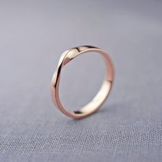 14K Rose Gold Mobius Ring 14K Rose Gold von LilyEmmeJewelry