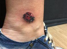 18 süße Marienkäfer Tattoo Ideen – Bilder und Bedeutung