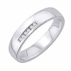 Obrączka Ślubna z diamentami Staviori Obrączka.  6 Diamentów,  szlif brylantowy,  masa 0,03 ct.,  barwa H,  czystość SI2.  Białe Złoto 0,585.  Szerokość 4 mm.  Grubość 1,5 mm.  Dostępne inne kolory złota.