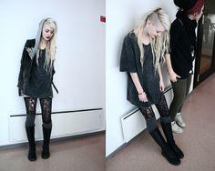 nice (grunge t-shirt, lace tights, doc marten)