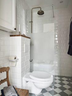 scandinavian interior design Scandinavian Bathroom, Scandinavian Interior Design, Small Space Bathroom, Modern Bathroom Design, Cosy Apartment, Checkered Floors, Bathroom Inspo, Bathroom Ideas, Small Space Living