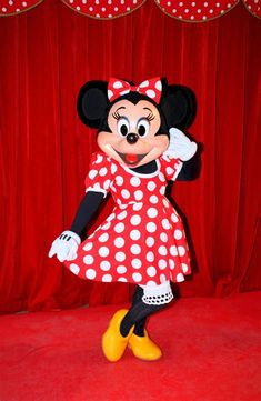 minnie mouse disneyland - Bing Minnie Mouse Disneyland, Bing Video, Disney Pictures, Disney Parks, Disney Characters, Fictional Characters, Entertaining, Costumes, Dawn