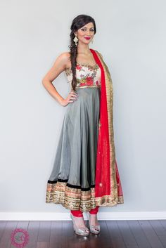 Anarkali,grey and red suit,floral❤️❤️ Indian Suits, Indian Attire, Indian Dresses, Indian Wear, Punjabi Suits, Indiana, Indian Look, Indian Style, Indian Ethnic