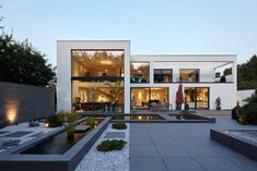 Comfort and aesthetics combined in a lot of space - Villa S .: modern houses by Lioba Schneider Villa S .: modern houses by Lioba Schneider Villa S .