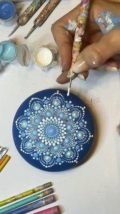 Mandala Art Lesson, Mandala Artwork, Mandala Drawing, Mandala Painting, Stone Art Painting, Dot Art Painting, Mandala Painted Rocks, Mandala Rocks, Rock Painting Ideas Easy