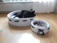 Koiran peti. Dog's bed !   My Schipperke dog Jade's bed and a toy basket