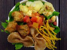 Entre os ingredientes, aparecem macarrão integral, couve-flor gratinada, bolinho vegetariano de bardana e maionese de manjericão-roxo (Foto: divulgação)