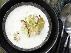 Apfel-Sellerie-Suppe mit geröstetem Fenchel | Kalorien: 278 Kcal - Zeit: 1 Std. | http://eatsmarter.de/rezepte/apfel-sellerie-suppe-0