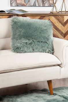 Perna decorativă din gama Cozy este o variantă care aduce relaxarea în casa voastră. #mobexpert #reduceri #pernedecorative #accesoriiblana Mai, Love Seat, Cozy, Throw Pillows, Furniture, Home Decor, Toss Pillows, Decoration Home, Room Decor