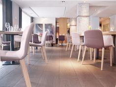 Chaise empilable en tissu avec revêtement amovible Collection Jantzi by ALKI | design Samuel Accoceberry
