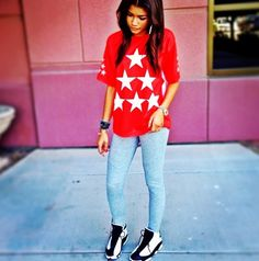 Zendaya Coleman💥Need to know about her fashion & were the clothes that she is wearing in this picture is from! Zendaya Outfits, Zendaya Style, Dope Outfits, Girl Outfits, Fashion Outfits, Fashion Trends, Zendaya Fashion, School Outfits, Fashion Inspiration