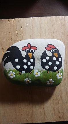 Pebble Painting, Pebble Art, Stone Painting, Chicken Painting, Chicken Art, Rock Painting Ideas Easy, Rock Painting Designs, Painted Pavers, Painted Rocks Kids