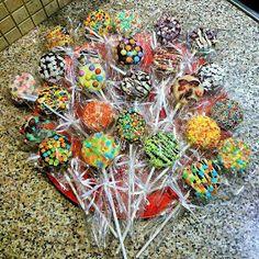 ΜΑΓΕΙΡΙΚΗ ΚΑΙ ΣΥΝΤΑΓΕΣ: Παραμυθογλειφιτζούρια (oreo pops)! Ιδανικά για πάρτυ αλλά και για κέρασμα στο σχολείο! Oreo Pops, Cap Cake, Baby Baptism, Cooking With Kids, Cupcake Cookies, Dessert Recipes, Desserts, Ornament Wreath, Food Hacks