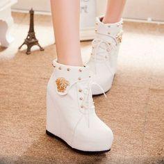 Fancy Shoes, Pretty Shoes, Beautiful Shoes, Fashion Boots, Sneakers Fashion, Heeled Boots, Shoe Boots, Kawaii Shoes, Aesthetic Shoes