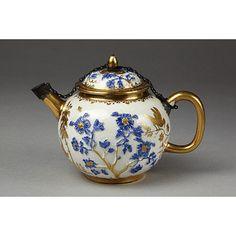 Tea Pot made at Meissen porcelain factory 1720-1725