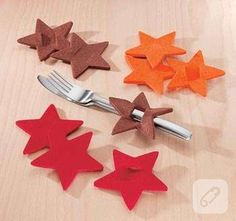 Best 9 Dress up your Christmas table decorations with this easy Christmas craft. Felt Christmas, Christmas Time, Christmas Crafts, Xmas, Christmas Ornaments, Felt Decorations, Christmas Table Decorations, Diy Cadeau Noel, 242