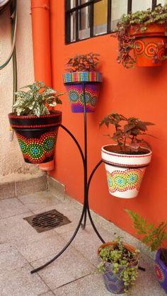 Hand painted flowerpots. Macetas pintadas a mano. A'cha Pots.                                                                                                                                                     Más
