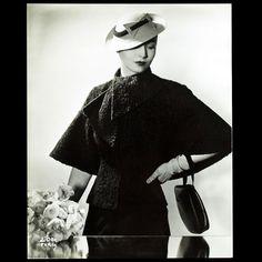 Manteau d'astrakan de Lucien Lelong, photographie d'époque de D'Ora (circa 1935)