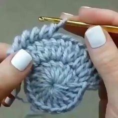 Knitted Bags Knitting Patterns Step Stools Tulips Strands Dish Towels Mesh Farmhouse Rugs Make Up - Her Crochet Crochet Slipper Pattern, Crochet Basket Pattern, Crochet Stitches Patterns, Crochet Motif, Crochet Designs, Crochet Doilies, Crochet Flowers, Crochet Baby, Knitting Patterns