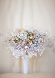 Beautiful vintage brooch bouquet!