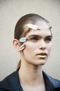 La bouche gold du défilé Prada de la Fashion Week de Milan