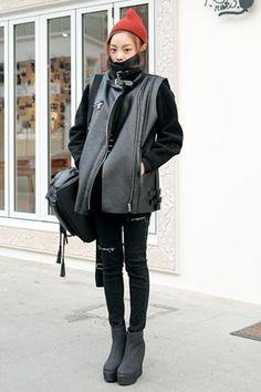 黑色mustang厚背心! 彰顯與衆不同的流行感。  時髦且實穿的mustang背心。 略顯寬鬆的剪裁,非常百搭。 下襬兩側金屬扣,更是穿出獨特的個性。 加厚内裡,非常保暖。   Korean Hot Fashion