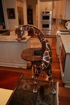 Giraffe high chair ~ Need this for when I have kids Everything Baby, Baby Furniture, Children Furniture, Furniture Cleaning, Furniture Dolly, House Furniture, Furniture Stores, Baby Time, Cool Chairs