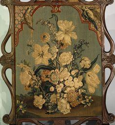 Каминный экран.  Дата: конец 17-начало 18 века французский резной орех, шерсть и шелк гобелен панель (вероятно, Бове)