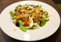 Nizzai saláta ahogy Piros készíti